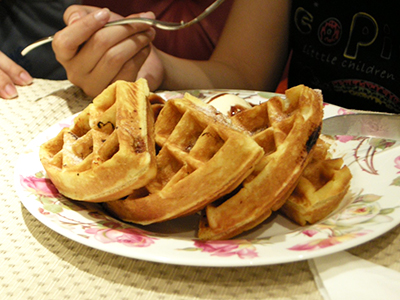 22 easy meal ideas for large groups pto today 2 set up a waffle bar and let families pick their own toppings like syrup yogurt ice cream whipped cream and fruit forumfinder Images