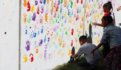 School Community Helps Kids Create Handprint Mural Pto Today